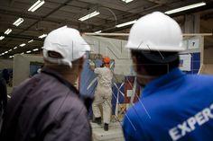 Aprendiz durante competencia Worldskills Colombia 2012 bajo la constante supervisión por expertos nacionales
