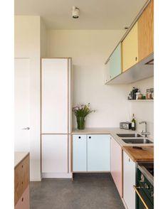 Pastel kitchen cabinets Source by thenovogratz Pastel Kitchen, Kitchen Colors, Kitchen Interior, Kitchen Decor, Kitchen Ideas, Kitchen Modern, Interior Doors, Cosy Interior, Ikea Kitchen