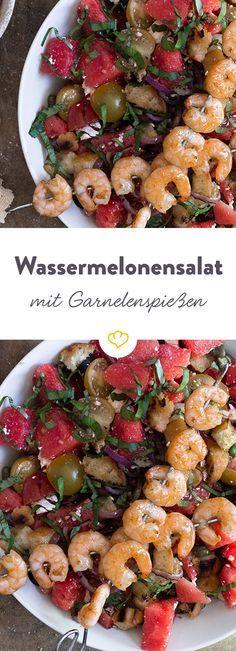 Das Rezept für sommerlichen Salat mit Wassermelone und Garnelen Spießen und viele weitere leichte Sommerrezepte finden Sie im Springlane Magazin.
