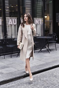 How to master Parisian style no matter where you are from. Dress Like A Parisian, Parisian Style, Office Outfits, Office Wear, Cream Coat, Office Style, Office Ladies, Office Fashion, Daily Look