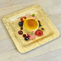 These bamboo plates are perfect for any dinner or buffet that is eco-conscious. They are made from one of the most sustainable sources, bamboo leaf, which means these beuties are a great way to save the environment and enjoy a lovely meal at the same time.