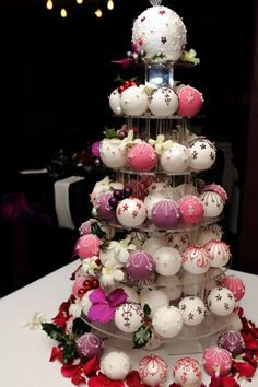 Christmas Baubles A tower of purple, deep pink and white baubles dressed with fresh orchids. There is a minimum order of 20 on individual and bauble cakes. Ask about boxes to give your bauble cakes as favours