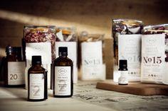 Ingredientes naturales para crear aceites y fragancias irresistibles. Todo unificado a través del diseño de la etiqueta.
