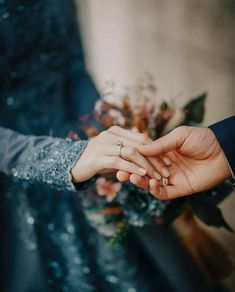 Mutual Expression of Love Between the Spouses - Pious Muslim Husband & Wife Yes Much better than nothing Wedding Couple Poses Photography, Couple Photoshoot Poses, Pre Wedding Photoshoot, Couple Posing, Wedding Poses, Wedding Couples, Wedding Ideas, Cute Muslim Couples, Romantic Couples