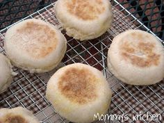 Mommy's Kitchen: Homemade English Muffins