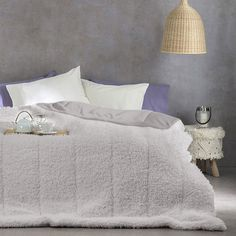 Αν το υπνοδωμάτιο σας το χαρακτηρίζει το μοντέρνο στυλ, τότε το πάπλωμα - κουβέρτα Smooth αποτελεί ιδανική επιλογή για εσάς. Το μοναδικό του σχέδιο και η εξαιρετική του ποιότητα θα σας εντυπωσιάσει, όπως όλα τα παπλώματα - κουβέρτες της εταιρείας Nima. Από ύφασμα 100% πολυεστερικό, εγγυάται απαλότητα, ζεστασιά και αντοχή. Grey, Furniture, Home Decor, Gray, Decoration Home, Room Decor, Home Furnishings, Home Interior Design, Home Decoration