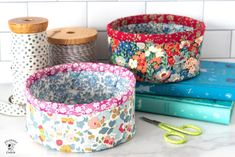Learn how to make small round fabric baskets with our free sewing pattern. Cute DIY trinket baskets with Liberty of London Fabric. Bag Patterns To Sew, Sewing Patterns Free, Free Sewing, Quilt Patterns, Cute Sewing Projects, Sewing Tutorials, Bag Tutorials, Fabric Basket Tutorial, Purse Tutorial