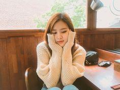 The spoiled Rose Blackpink - Seputar Band Korea South Korean Girls, Korean Girl Groups, Square Two, Foto Rose, Rose Park, 1 Rose, Jennie Lisa, Black Pink Kpop, Blackpink Photos
