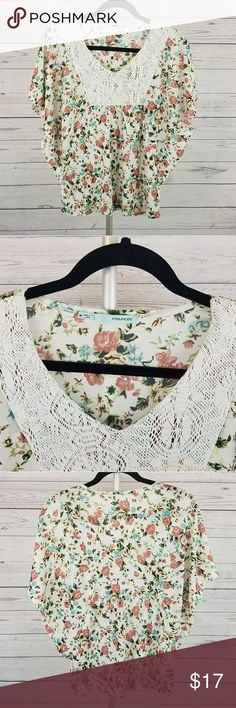Maurices Floral Print Open Sleeves Top Size Medium This is a beautiful Maurices floral print top with open sleeves in size medium. Maurices Tops