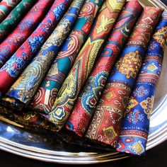 Pocket squares connoisseurs this message is for you… Be sure to check out the @serafinesilk luxurious collection Handcrafted with the amazing Como silk and with hand-rolled edges. Available at...