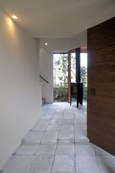 西久保毅人/ニコ設計室 ( Taketo Nishikubo / Niko Design Studio ) による東京・調布市の住宅「小川さんの家」のオープンハウスに行ってきました。 敷地面積301m2、建築面積149m2、延床面積175m2。木造2階建て。 ...