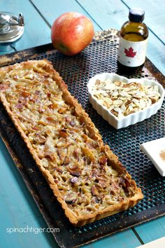 Grain free apple almond tart, low carb, keto friendly from spinach tiger # keto Apple Crockpot Recipes, Fall Recipes, Easy Dinner Recipes, Sweet Recipes, Holiday Recipes, Dessert Recipes, Keto Desserts, Paleo Sweets, Entree Recipes