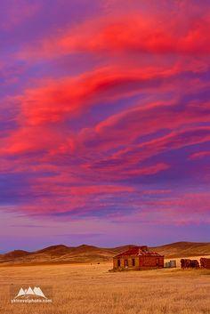 Can just imagin the life here:)Burra - South Australia Beautiful Sky, Beautiful World, Beautiful Places, Adelaide South Australia, Melbourne Australia, Abandoned Farm Houses, City Of Adelaide, Land Of Oz, Advance Australia Fair