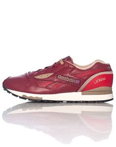 timeless design 54068 ee998  REEBOK  Men s low top classic sneaker  Lace up closure  Padded tongue with