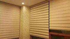 콤비블라인드 원단과 망사를 통해 창문의 개폐를 용이하게 할수 있습니다.