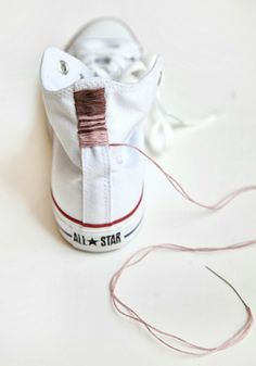French By Design: Weekend DIY project : Embroidered Chucks! Diy Projects To Try, Sewing Projects, Diy Converse, Converse Sneakers, Custom Converse, White Converse, Custom Shoes, Diy Fashion, Ideias Fashion