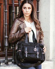 En el regreso al #trabajo #job.. Te das cuenta que necesitas un #mesenger #bag ?? grande con compartimentos en su interior??Este es tu #style fusionando calidades nobles como la #piel #leather con microfibras .. A #nanodelarosa #item best quality #nosvemosenlastiendas Llévelo al mejor precio en #outletgacela #bolsosAzkona & Thebackpack #nosvemosenlastiendas