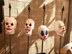 There's something unsettling about stark white wigless clowns on spikes. Our Clown Heads on Spikes Combo half-finished. Scary Carnival, Haunted Carnival, Carnival Decorations, Creepy Halloween Decorations, Halloween Clown, Halloween Party Themes, Halloween Carnival, Outdoor Halloween, Halloween Crafts