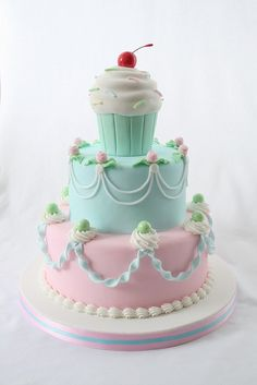 This cupcake cake is too sweet for words. Would be so stinkin' cute for a little girl's birthday party.