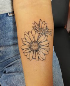 Forget About Your Zodiac Sign — These Gorgeous Birth Flower Tattoos Are So Much Better Tatoo Flowers, Daisy Flower Tattoos, Simple Flower Tattoo, Flower Tattoo Arm, Flower Tattoo Shoulder, Sunflower Tattoos, Aster Tattoo, Daisies Tattoo, Small Daisy Tattoo