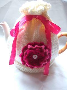 https://flic.kr/p/6hUZGE | flower tea cosy new ♡