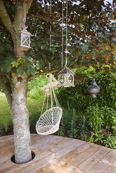 Create a wooden deck on sloping ground Garden In The Woods, Home And Garden, Garden Online, Diy Deck, Wooden Decks, Diy Home Improvement, Front Yard Landscaping, Garden Planning, Garden Inspiration