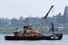 The wreckage of a World War II plane was retrieved by officials from the #Hudson River between New York and New Jersey on Saturday after the vintage aircraft crashed during a promotional flight killing the pilot. The P-47 Thunderbolt crashed Friday during a promotion for the American Airpower Museum which is celebrating the 75th anniversary of the P-47 this weekend. ( @julythephotoguy / @AP.Images)  #WWII #NYC #P47Thunderbolt by nbcnews