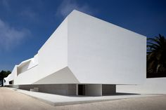 The Fez House Project, designed by Portuguese architect Alvaro Leite Siza Vieira, has been described as the work of his life. The home and studio space, Minimalist Architecture, Facade Architecture, Residential Architecture, Amazing Architecture, Contemporary Architecture, Contemporary Houses, Organic Architecture, Facade Design, House Design