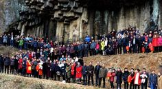 Una familia china reúne a 500 miembros para una foto de grupo