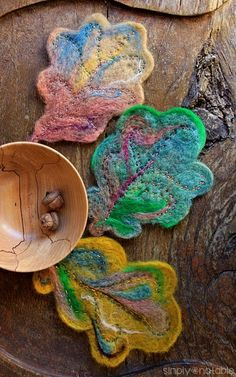 Needle felt fall leaves in beautiful colors to decorate your home with just a few inexpensive supplies. Wool Needle Felting, Needle Felting Tutorials, Nuno Felting, Embroidery Leaf, Embroidery Hearts, Nuno Felt Scarf, Felted Scarf, Felt Coasters, Felted Wool Crafts