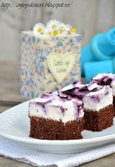 Brownies with yogurt mousse and blueberries. Mousse, Romanian Food, Dessert Bars, Nutella, Chocolate Cake, Yogurt, Blueberry, Sweet Treats, Cheesecake
