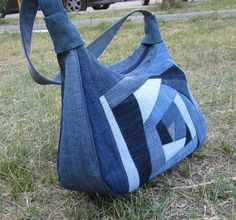 Denim crazy quilt bag (picture only) Vieux Jeans, Jean Purses, Recycle Jeans, Jeans Recycling, Bolsas Jeans, Quilt Bag, Hobo Bag Patterns, Diy Bags Purses, Denim Purse