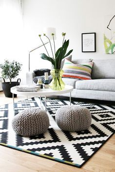 Scandinavian interior design style can be applied to any space in your house and consists of pure daylight, light color shades, and plenty of space. This means, don't go too crazy with the decoration, let your place do the most of the talking. Living Room Chairs, Rugs In Living Room, Round Rug Living Room, Room Decor, Curtains Living Room, Home Living Room, Living Room Scandinavian, Interior, Home Decor