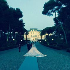 Is Nell Diamond wedding dress the biggest you've ever seen? Diamond Wedding Dress, Wedding Dresses, Luxury Wedding, Dream Wedding, Super Rich Kids, Birds In The Sky, Wedding Expenses, Wedding Looks, Wedding Events