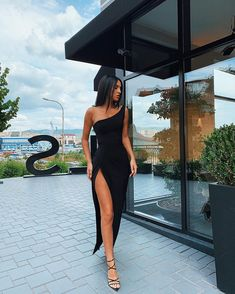 Without the deep slit Elegant Dresses, Pretty Dresses, Beautiful Dresses, Formal Dresses, Elegant Outfit, Formal Wear, Dance Dresses, Ball Dresses, Evening Dresses