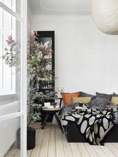 Marimekko's Tamara bed linen, cushion covers and Linssi throw Minimalist Scandinavian, Scandinavian Interior Design, Bedding Inspiration, Interior Design Inspiration, Natural Bedding, Luxury Bedding Collections, Grey Flooring, Floors, Cozy Bed