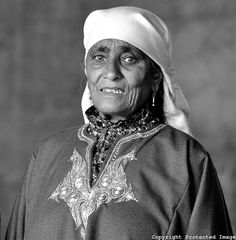 Old Kashmiri Lady | Suzanne Hayano