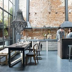 loft style kitchen with very high ceilings, exposed brick wall,large beaded chandelier over wood table. Industrial chic look Interior Design Blogs, Interior Photo, Interior Ideas, Modern Interior, Interior Decorating, Decorating Ideas, Style At Home, Casa Loft, Living Etc