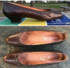 Step into these Papagallo brown pumps from the 1980s. Made in Spain and still in its original box, these Novella pumps are available in a size 8