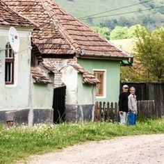 Romania Travel, Vernacular Architecture, Places To Go, Pergola, Outdoor Structures, House Styles, Traveling, Design, Houses
