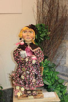 Maria Guarda Tudo - Art Doll created by Alexandra Graça