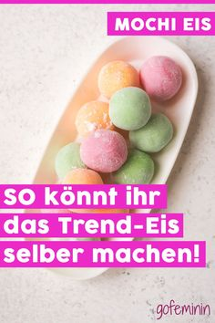 Rezept für Mochi-Eis: So gelingt euch die gesunde Eis-Sensation Mochi ice cream is low in calories, vegan and delicious. We'll show you what's in it and how you can make the little ice balls yourself. Dessert Sushi, Avocado Dessert, Desserts For A Crowd, Healthy Dessert Recipes, Health Desserts, Vegan Desserts, Smoothie Recipes, Mochi Ice Cream, Avocado Ice Cream
