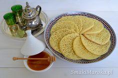 Coś pysznego! Do przygotowania w kilka chwil, bez mleka, bez jajka, bez tłuszczu. Zwykłej mąki jest w nich niewiele, za to sporo drobnej semoliny. W Maroku naleśniki te, serwowane są na śniadanie lub do popołudniowej herbatki. Najpopularniejsze (i najlepsze!) z mieszanką roztopionego masła i miodu, choć jadane również z konfiturą … czytaj dalej →