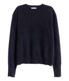 Dark blue. PREMIUM QUALITY. Long-sleeved sweater in a soft, fine cashmere knit with dropped shoulders and ribbing at neckline, cuffs, and hem.
