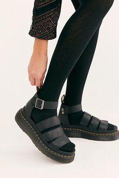 #drmartensboots Doc Martens Outfit, Dr Martens Sandals, Socks And Sandals, Sandals Outfit, Flat Sandals, Fringe Sandals, Strappy Sandals, Tokyo Street Fashion, Vans Authentic