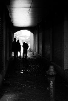 https://flic.kr/p/MQqHxt | The Deal | Glasgow. 06.08.2016 Leica M7; 50mm APO Summicron; Kodak TMax 100; DDX
