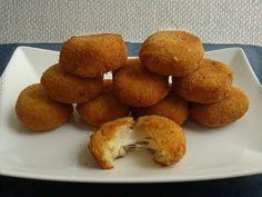 Polpette di pane ripiene di mozzarella http://blog.giallozafferano.it/oggisicucina/polpette-di-pane-ripiene-di-mozzarella/