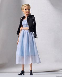 """The fabulous will solve your fashion emergency! Her mantra """"fun in the world of fashion"""" has been brought to life to… Barbie Blog, Hello Barbie, Barbie Fashionista Dolls, Barbie I, Barbie Style, Barbie Gowns, Barbie Clothes, Barbies Pics, Romantic Look"""