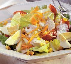 Hlávkový šalát s kuracím mäsom a vajcami Cobb Salad, Healthy Snacks, Recipies, Food And Drink, Lunch, Chicken, Ethnic Recipes, Health Snacks, Recipes