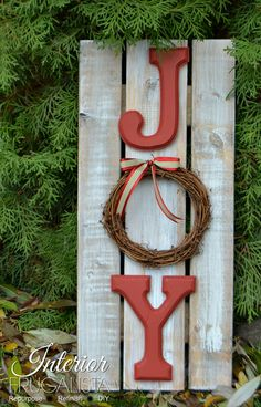 Rustic Handmade Wood Christmas Sign is part of Wood crafts Signs - How to make a simple Rustic Wood Christmas Sign using pallet or fence boards, wooden letters and a grapevine wreath Christmas Wood Crafts, Pallet Christmas, Christmas Signs Wood, Diy Christmas Gifts, Rustic Christmas, Christmas Projects, Holiday Crafts, Christmas Holidays, Christmas Decorations